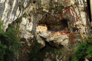 santa-cueva-de-covadonga
